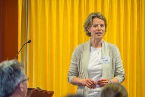Petra Graatsma, vrijwilligster bij Samen voor De Bilt, leidde de lunchbijeenkomst 'De Waarde van Voedsel' (Foto: Hans Lebbe - De Bilt in Beeld)