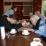 Match Samen voor De Bilt - Leerlingen Aeres MAVO bezoeken buren woonzorgcentrum d'Amandelboom