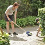 Hospice Demeter kreeg veel hulp voor de tuin van sales organisatie.