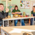 Samen voor De Bilt - Martijn, Femke en Lise van Reinaerde genieten van een online lunch met gemeente De Bilt (© Foto: Hans Lebbe, HLP Images)